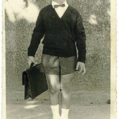 http://gokalpbaykal.com/wp-content/uploads/2013/04/fotoyasam-1965-Istanbul-Gokalp-ilkokula-basliyor.jpg
