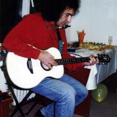 http://gokalpbaykal.com/wp-content/uploads/2013/04/fotoyasam-1994-Esentepe.jpg