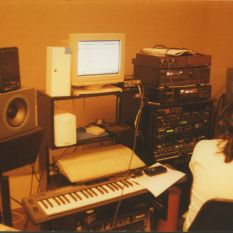 http://gokalpbaykal.com/wp-content/uploads/2013/04/fotoyasam-1996-08-Sabih-Cangil-Home-Studio-6.jpg