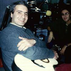 http://gokalpbaykal.com/wp-content/uploads/2013/04/fotoyasam-1997-Dogus-FM.jpg